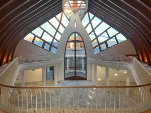 Az épületegyüttes templomtere hamarosan kész