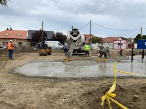 Öntik a betonlemezt
